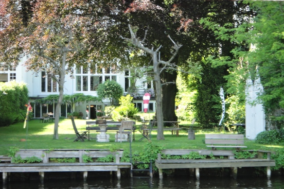 properties by the lake / Grundstücke an der Alster