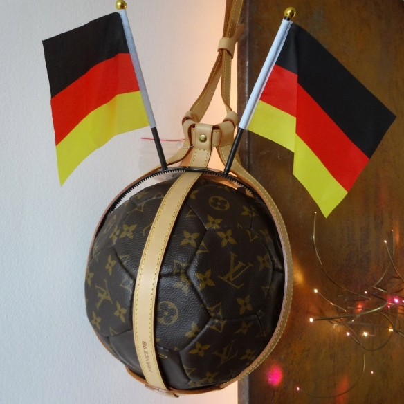Louis Vuitton Football Ballon Foot et Filet 8 HappyFace313