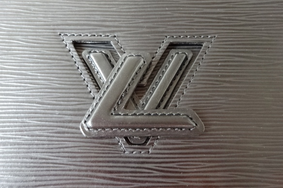 drehbares LV Schloss - Louis Vuitton Pochette Trapèze