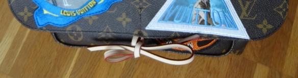 leather ribbon to close the bag / Lederschleife als Verschluss