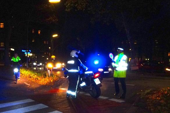 Police closing off the streets / die Polizei sperrt den Klosterstern