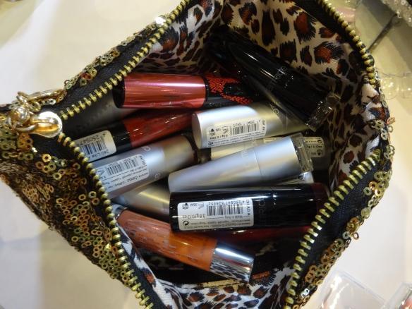 Lipstick anybody? / Braucht jemand einen Lippenstift?