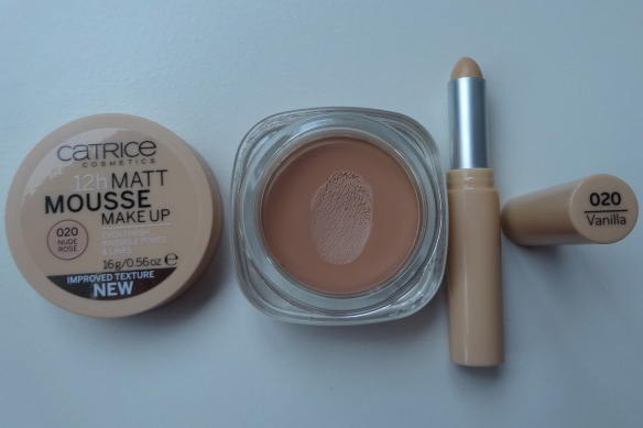 testing: Catrice Matt Mousse Make-up 020 Nude Rose, Allround Coverstick 020 Vanilla